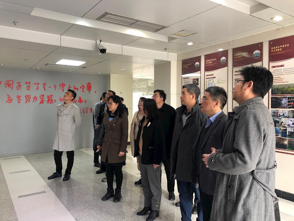 江西省中医药管理局等一行来访我校国家中药种质资源库参观调研