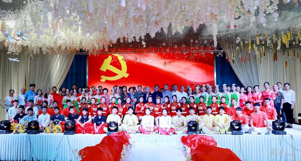 离退休党委举行庆祝建党100周年文艺汇演